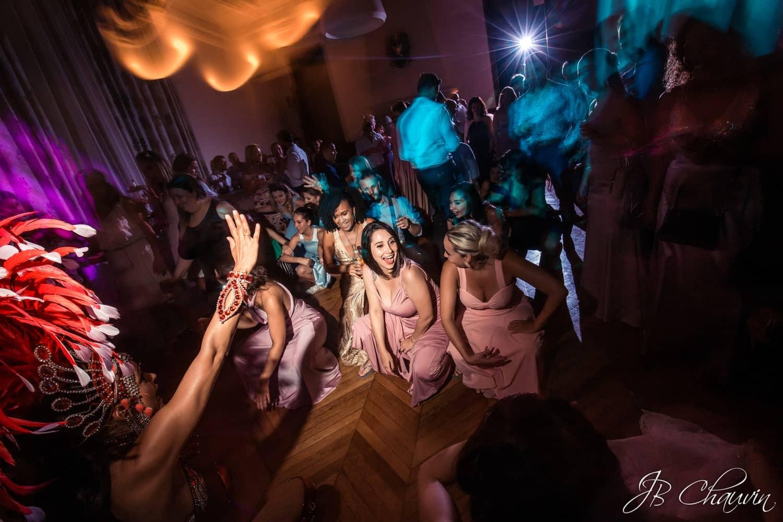 extrait de la journée de jacqueline et martin qui se sont mariés dans une des plus belles mairies du monde puis au château de Méridon, ambiance franco brésilienne toute la journée et toute la soirée, souvenirs mémorables, merci de votre confiance, jean-Baptiste Chauvin, www.studioart-photographe.fr